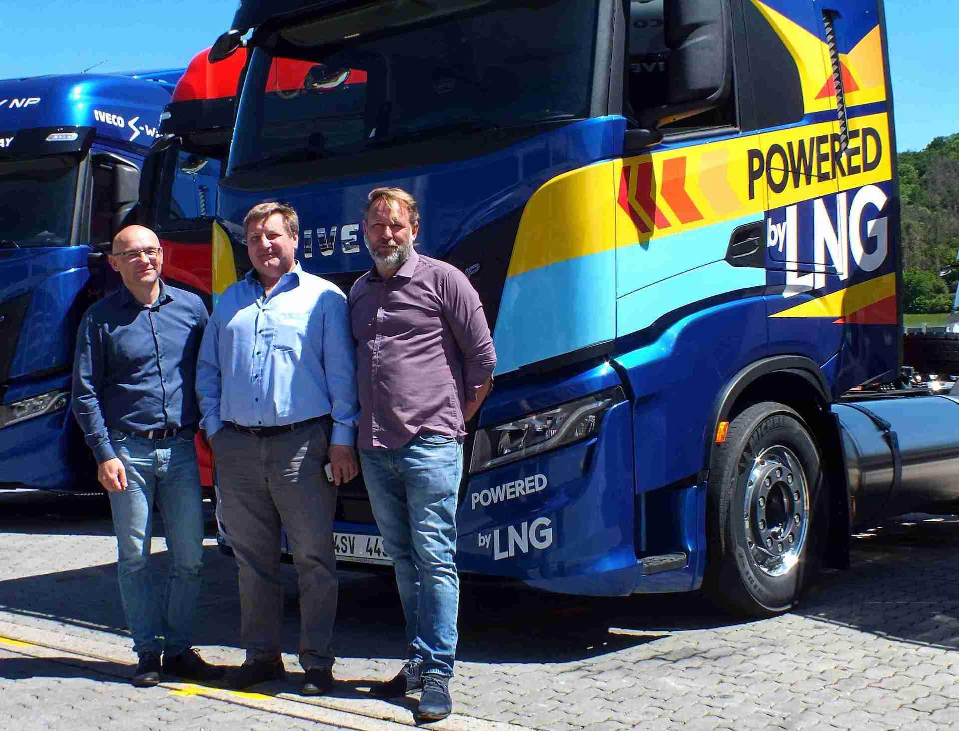 Zleva: Petr Cieslar - generální ředitel Iveco Truck Centra, Igor Brik - jednatel společnosti Spolgas, Miloš Vrbka - Key Account Manager ITC