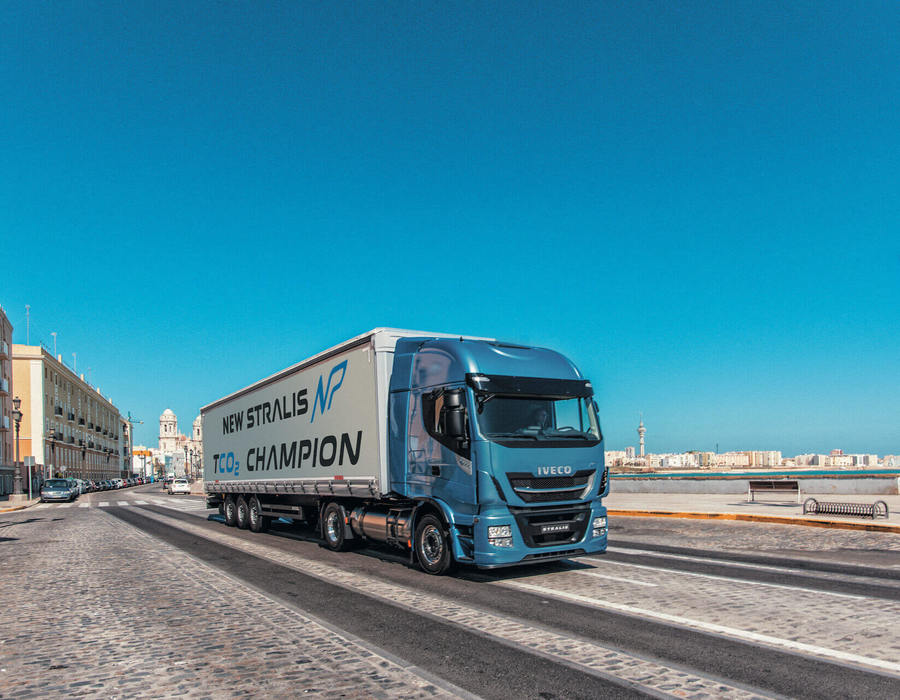 iveco-new-stralis-np-harbour_28267399016_o