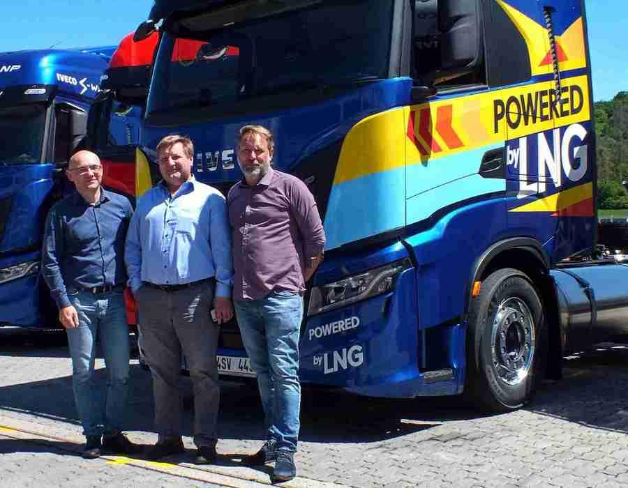 Petr Cieslar - generální ředitel Iveco Truck Centra, Igor Brik - jednatel společnosti Spolgas,  Miloš Vrbka - Key Account Manager ITC