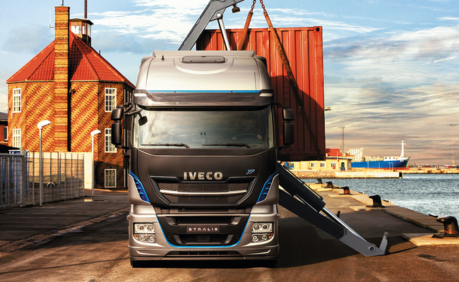 iveco-new-stralis-xp-loading_27852926405_o