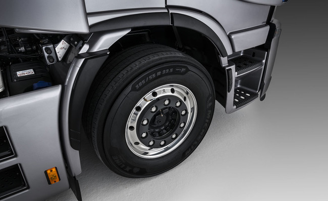 iveco-new-stralis-xp-wheels_27818428786_o